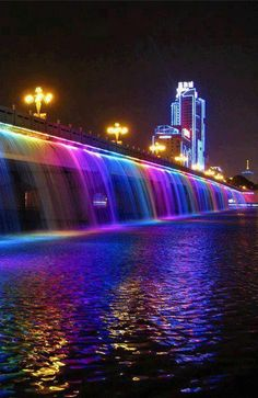 Waterfall The Banpo Bridge in downtown Seoul over the Han River South Korea ; South Korea Seoul, South Korea Travel, Places To Travel, Places To See, Travel Destinations, Places Around The World, Around The Worlds, Han River, Travel Goals