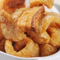 Cuban chicharrones - bake low 3 hours, store in covered jar, deep fry when wanting a snack Pork Recipes, Mexican Food Recipes, Cooking Recipes, Filipino Recipes, Cuban Dishes, Pork Dishes, Chicharrones Recipe, Fried Pork, Crispy Pork