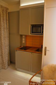 Chambre de bonne parsienne - Paris 05 9m2, Aurore Pannier - Côté Maison Maids Room, Granny Flat, Flat Ideas, Apartment Living, Lyon, Tiny House, Kitchen Design, Terrier, Duck Blind