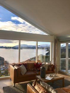 Her er huset utvidet mot sjøen , det flate taket hevet og loft ble til stuetak. Windows, Deco, Home, Ad Home, Decor, Deko, Homes, Decorating, Decoration