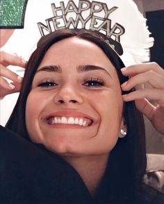 Demi Lovato Twitter, Demi Lovoto, Idol, Christina Milian, Olivia Munn, Nicole Scherzinger, Kate Beckinsale, Grunge Hair, Khloe Kardashian