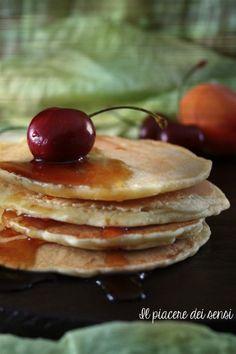 Niente di meglio che coccolarsi con una sana e golosa #colazione   Pancakes – ricetta base http://ilnuovopiaceredeisensi.altervista.org/pancakes-ricetta-base/ … #buongiorno #breakfast #homemade #ricettabase #ciliegie #ilpiaceredeisensi #miele #sciroppodacero #frutta #fruit
