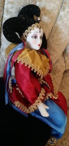Vintage-Female-Sitting-Jester-Mardi-Gras-Clown-Porcelain-Doll