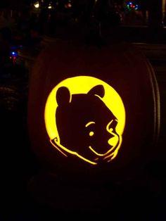 LOVE this Winnie the pooh pumpkin Halloween 2015, Disney Halloween, Family Halloween, Halloween Party, Halloween Makeup, Halloween Ideas, Winnie The Pooh Pumpkin, Winnie The Pooh Halloween