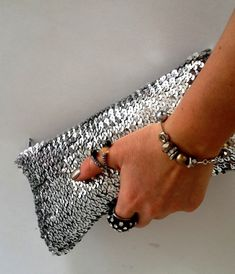 Zeynep Wonderland: Evening Bag Making / Clutch Making - Hakeln Leather Hobo Bags, How To Make Purses, Potli Bags, Bag Pattern Free, Carpet Bag, Canvas Purse, Small Tote Bags, Fabric Bags, Knitted Bags