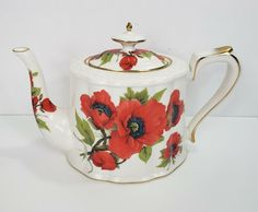 Grace Tea Ware Red Poppy Teapot in very good to excellent pre-owned condition. Red Poppies, Blue Flowers, Gooday, Matcha Bowl, Glass Tea Cups, Matcha Green Tea Powder, Teapots And Cups, Ceramic Teapots, Chocolate Pots