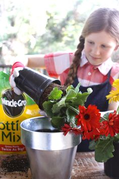 From Betty, Age 9: A Kid's Guide to Potting Flowers. A fun partnership with @miraclegro.