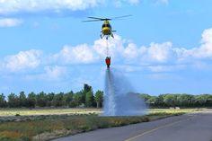 Helicóptero en practicas de extinción de incendios