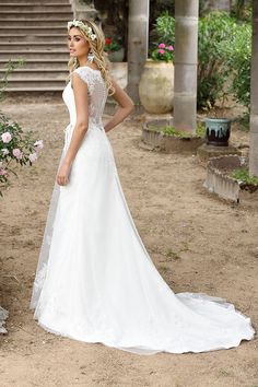 Wedding dresses by Ladybird Bridal are stylish, affordable and have the perfect fit. Also plussize sizes, vintage and bohemian bridal wedding dresses! Making A Wedding Dress, Fairy Wedding Dress, Luxury Wedding Dress, Elegant Wedding Dress, Wedding Gowns, Lace Wedding, Trendy Wedding, Perfect Wedding, Wedding Ideas
