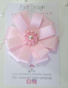 """Laço rosa bebê em gorgurão, super delicado!     Pode ser confeccionada em faixa de meia de seda slim, tiara ou presilha bico de pato, você escolhe.    Quer somente o laço? Ou deseja usá-lo de outra maneira? Entre em contato pela caixinha """"Contatar vendedor"""" e lhe ajudarei."""