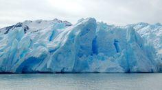 Según los últimos recuentos, hay 365 glaciares declarados como Patrimonio de la Humanidad por la UNESCO en el Parque Nacional de Los Glaciares en Argentina. El más impresionante, sin duda, es el Perito Moreno. Para explorarlo, deberás viajar a la Patagonia y subirte a bordo de un barco que te lleva hasta la base del glaciar. Puedes visitarlo en cualquier época del año, ¡pero no olvides llevar siempre unas buenas botas impermeables!