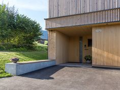 HAUS s egg — ARCHITEKTUR Jürgen Hagspiel Amazing Architecture, Garage Doors, Villa, Exterior, House Design, Vacation, Outdoor Decor, Eggplant, Barn Houses