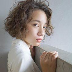Short Hair Waves, Short Curls, Short Curly Hair, Short Hair Cuts, Curly Hair Styles, Wave Perm, Hair Arrange, Japanese Hairstyle, Doll Hair