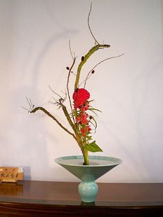 9月 今日の花材(左から) 石化柳、4,5本。 吾亦紅(われもこう)、1,2本。 鶏頭、2本。