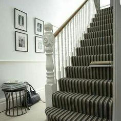 You can strip the wall at the bottom of the stairs and at the right corner … – Wood Design Striped Carpets, Carpet Stairs, Staircase Wall Decor, Home, Simple House Design, Best Carpet, Carpet, Diy Carpet, Best Carpet For Stairs
