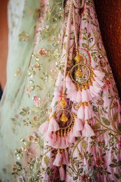 Trending Latkan Designs For Blouse & Lehenga That Are Sure To Glamourize Your Bridal Look! Lehenga Choli Designs, Saree Tassels Designs, Lehenga Designs Latest, Designer Lehnga Choli, Blouse Lehenga, Lehnga Dress, Red Lehenga, Anarkali, Patiala Salwar