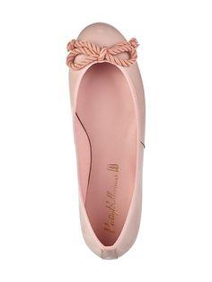 Pretty Ballerinas Nicole-ballerinat tilaat kotiin vaivattomasti stockmann.com-verkkokaupasta. Tilaa kauden tyylikkäimmät ballerinat! Pretty Ballerinas, Kinds Of Shoes, Office Style, Office Fashion, Romantic, Style Inspiration, Flats, Party, Outfits
