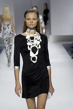 Image from http://nymag.com/fashion/fashionshows/2007/spring/main/europe/womenrunway/emiliopucci/images/2.jpg.
