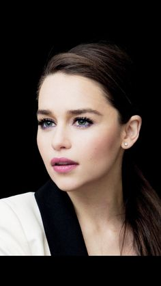 Emilia Clarke. Purple and pink in the right combination. Loving her lashes too.