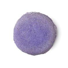 plastic-free beauty buys: Lush Jumping Juniper Shampoo Bar