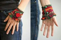 . Beaded Braclets, Crochet Bracelet, Bead Crochet, Cute Crochet, Beaded Jewelry, Cuff Bracelets, Diy Bracelet, Crotchet, Crochet Wrist Warmers