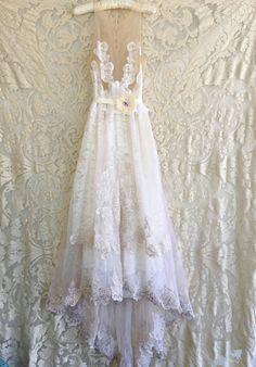 encaje blanco y desnudo de ilusión y apliques gasa vestido de
