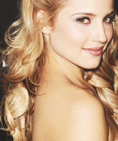 Diana Agron is so unbelievably gorgeous!