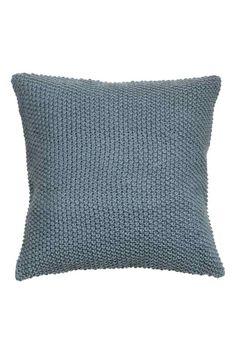 Pletený povlak na polštářek: Povlak na polštářek pletený perličkovým vzorem…