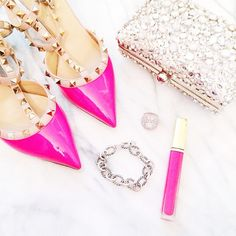 Pink Valentino I love super girly Look Fashion, Fashion Shoes, Fashion Accessories, Party Accessories, Diy Fashion, Fashion News, Carrie Bradshaw, Pink Love, Pretty In Pink