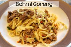 Bahmi Goreng (Bami Goreng) // Bahmi Goreng (aka Bami Goreng) Recipe - A traditional Dutch dish of Indonesian Cuisine Dutch Recipes, Italian Recipes, Cooking Recipes, Indonesian Cuisine, Beef And Noodles, Pasta, English Food, Popular Recipes, Ground Beef