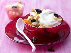 Birnen-Fruchtsalat: Extrem kalorien- und fettarmes Dessert mit Trockenfrüchten und aromatischem Rosenwasser.
