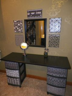 I've been spotting some fantastic DIY vanity mirror recently. Here are 13 ideas of DIY vanity mirror to beautify your room. Do It Yourself Furniture, Diy Furniture, Dresser Furniture, Bathroom Furniture, Furniture Makeover, Home Design, Makeup Table Vanity, Vanity Ideas, Makeup Vanities