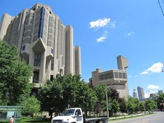 The building to the right of the main portion of the Robarts Library, University of Toronto is the Thomas Fisher Rare Book Library.