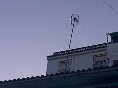 Instalacion de mastil de gran altura para poder llegar al nivel de señal deseado.