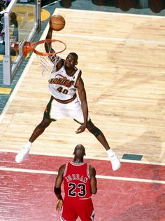 Sonics Shawn Kemp Dunking Over The Master Michael Jordan!