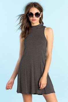 Полосатое платье-трапеция Размеры: L Цвет: коричневый с принтом Цена: 1258 руб.  #одежда #женщинам #платья #коопт