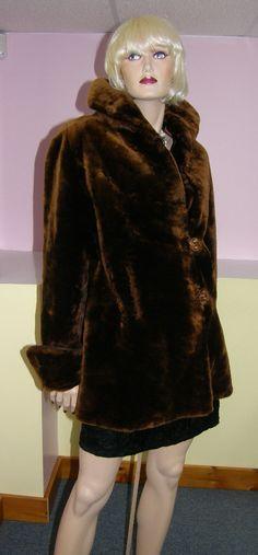 Vintage mouton fur coat. Manteau de mouton rasé.