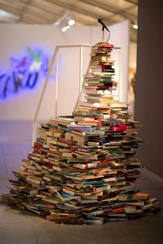 """""""Say it Loud"""" A book podium ook sculpture Beautiful Library, Dream Library, Book Christmas Tree, Display Design, Display Ideas, Photo Sketch, Class Decoration, Sculpture, Reading Room"""