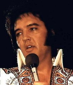 pictures of elvis Rock And Roll, Elvis In Concert, Tom Parker, Burning Love, Elvis Presley Photos, Music Like, Thats The Way, Mick Jagger, Graceland