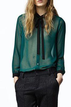 Cuello sencillo, de cobertura de manga larga blusa de gasa verde sólido. sexy y sensual.