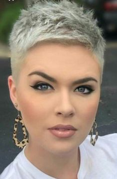 Coupe courte pour femme : Babyboomer-Nägel sind die Nachfolger der klassisc… … Coupe courte pour femme: Baby boomer nails are the successors to the classic … – # BabyboomerNägel # … Short Pixie Haircuts, Pixie Hairstyles, Short Hairstyles For Women, Summer Hairstyles, Summer Haircuts, Fancy Hairstyles, Short Grey Hair, Very Short Hair, Short Hair Styles
