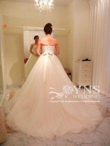 オーダーウェディングドレスのYNS WEDDING このくらいのトレーンがいい。