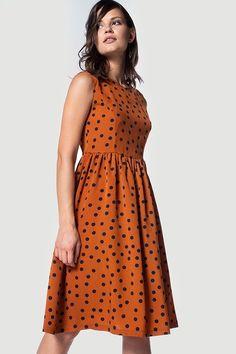 Φόρεμα πουά μίντι αμάνικο με στρογγυλή λαιμόκοψη. Κόψιμο στη μέση και σούρες. How To Wear, Outfits, Shopping, Dresses, Fashion, Vestidos, Moda, Suits, Fashion Styles