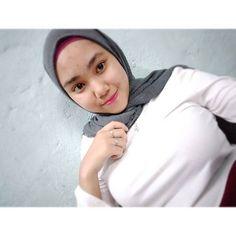 Beautiful Muslim Women, Beautiful Hijab, Hijabi Girl, Girl Hijab, Arab Women, Indonesian Girls, Local Girls, Hijab Chic, Thing 1