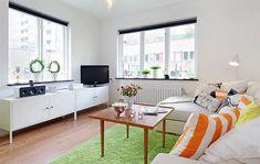 매력적인 12평 아파트 인테리어 :: 작은집 꾸미기  12평이라는 작은 공간안에 알차게 구성된 인테리어업니다. 굉장히 밝고 화사하게 디자인되었습니다.  전체적인 공간을 보면 정말 매력적인 12평 아파트 인테리어인데요~ 눈에 처음 들어오는 것이 바로 이케아 제품들입니다. 전체적으로 화이트 컬러의 캐비넷과 베이지톤으리 소파를 배치해 공간을 더 넓게 보이도록하였습니다. 또한 그린색 카페트와 소품을 사용해 자연의 느낌..
