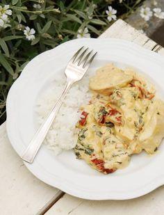 Раня - Куриные грудки с разноцветными овощами в быстром сливочном соусе