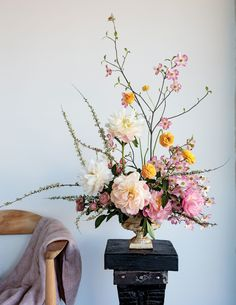 The Art of the Floral Centerpiece: A closer look at contemporary floral design #beautifulflowersinvase