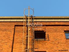 Rotbraune Klinkerfassade eines kernsanierten Getreidespeichers mit Feuerleiter in Münster in Westfalen im Münsterland