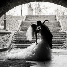 Exquisite black-and-white wedding photo. // Csodás fekete-fehér esküvői fotó.