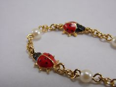 Vintage Lovely Lady Bug Insect Faux Pearl Goldtone Charm 6 3/4 Inch Bracelet $18